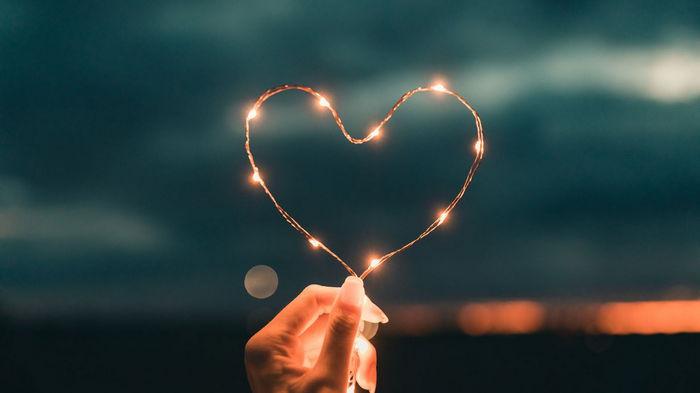 Любовный гороскоп на апрель 2021 года для всех знаков зодиака: кто будет счастлив