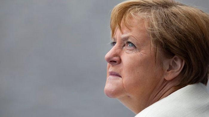 Меркель даст показания парламенту по делу о крупнейшей финансовой афере в Германии