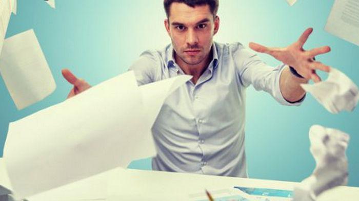 10 профессий, которые ломают психику