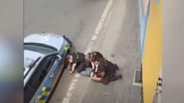 Чешский Флойд: в Чехии после задержания полицией умер ром (видео)