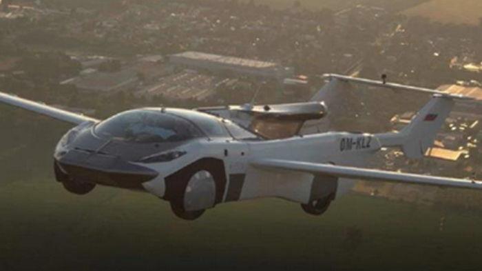 Летающая машина-трансформер AirCar пролетела между городами (видео)