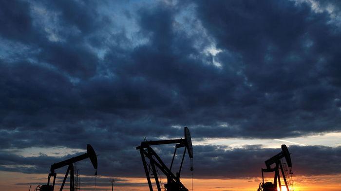 Цена на нефть упала ниже 73 долларов