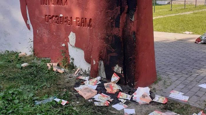 В России подростки подожгли памятник Победы