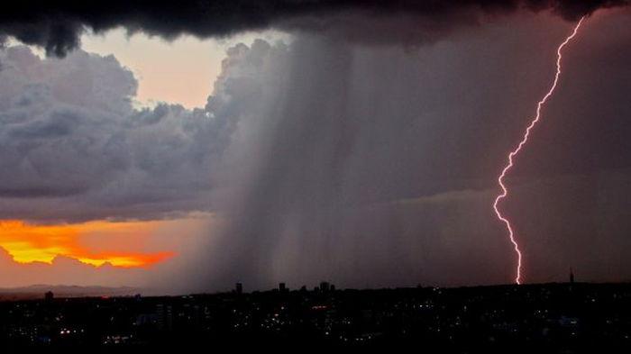 Власти ОАЭ искусственно вызвали в стране дожди