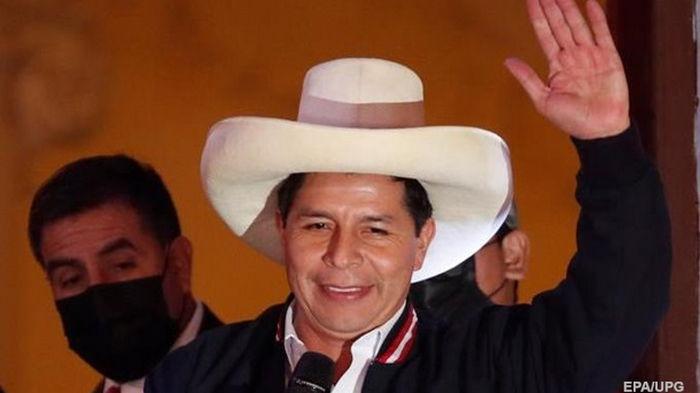 В Перу бывшего сельского учителя объявили президентом
