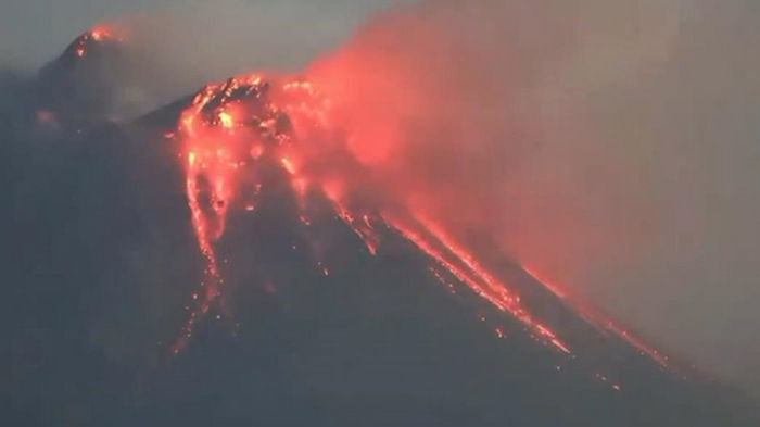 На Камчатке начал извержение вулкан Шивелуч