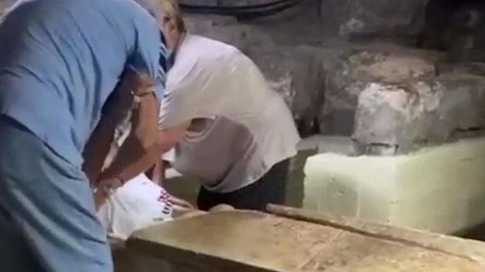 Пожилая российская туристка застряла в саркофаге Лазаря на Кипре