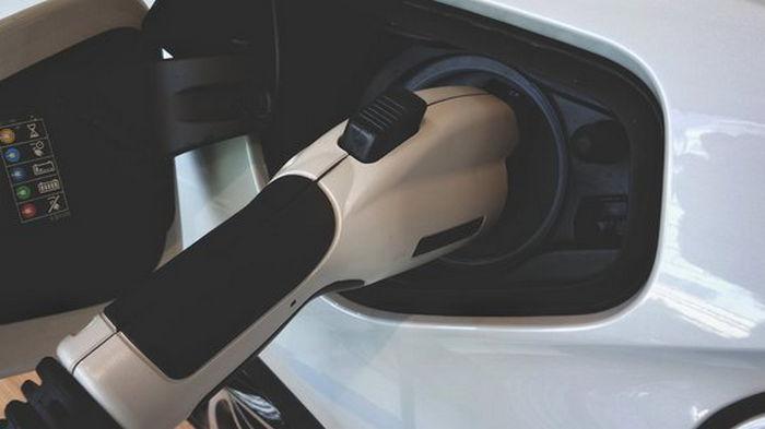 Электромобильная революция. В Германии доля электрокаров в автопроизводстве превысила 21%