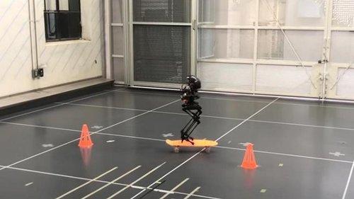 В США создали двуногого летающего робота-дрона (видео)