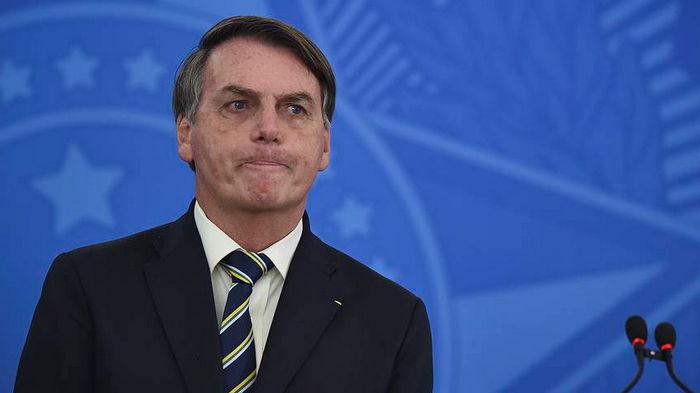 Невакцинированного президента Бразилии не пустили на футбольный матч