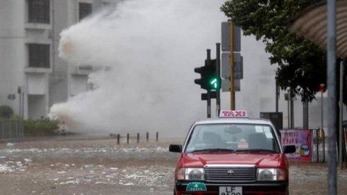 На Гонконг обрушился мощный тайфун: есть жертвы