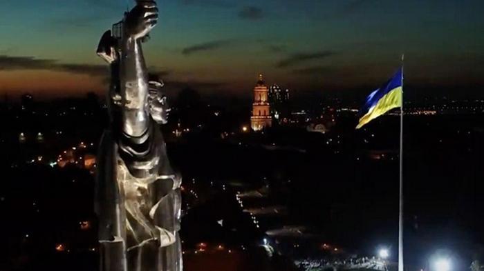 Кличко открыл мемориал с самым большим флагом Украины