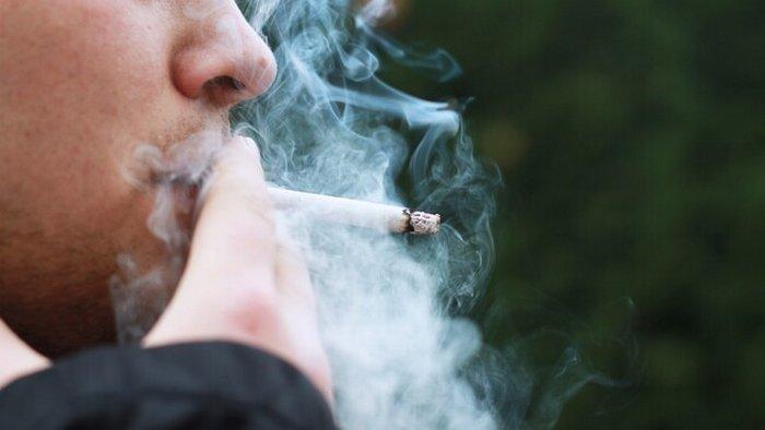Сигаретный дым переносит COVID-19: какая дистанция безопасная