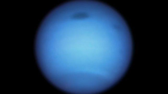 NASA увидело необъяснимое поведение гигантского темного пятна на Нептуне