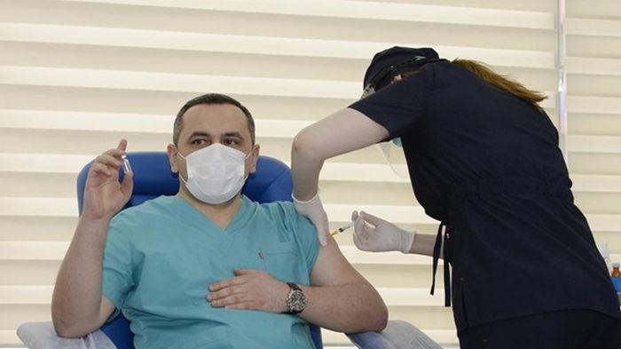 Азербайджан начал вакцинацию от коронавируса