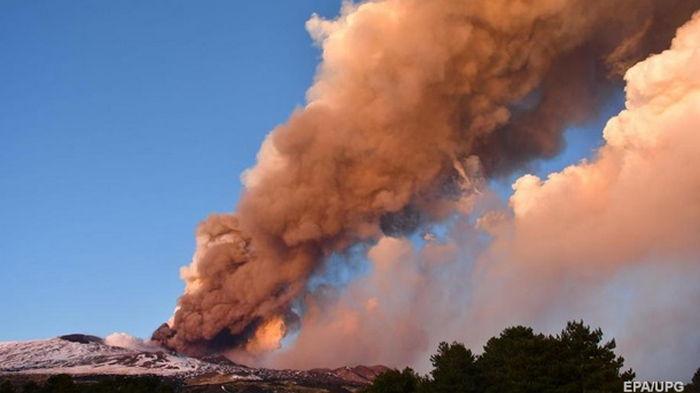 На Сицилии произошло извержение вулкана Этна (фото)
